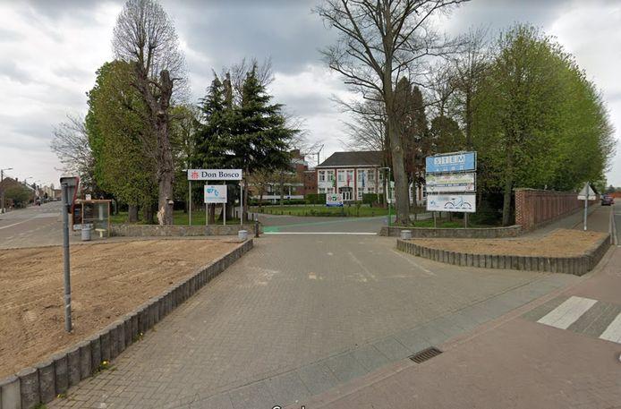 De ingang van de campus van Don Bosco Halle aan de Lenniksesteenweg.