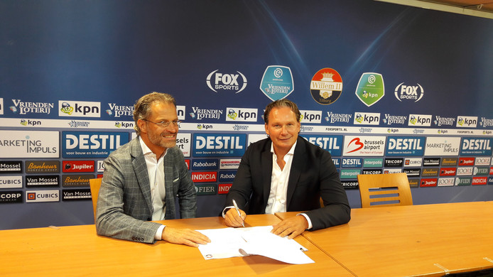 Algemeen directeur Berry van Gool van Willem II met voormalig Willem II-speler Dave Smits.