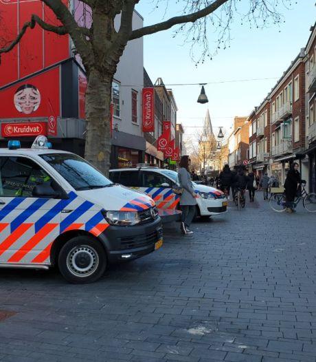 19 van de 21 in Enschede aangehouden relschoppers weer vrij: politie vraagt om camerabeelden
