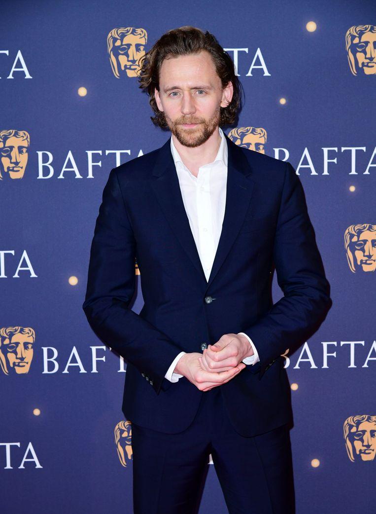 Tom Hiddleston op de rode loper van de BAFTA's 2019.