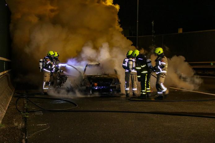 De brandweer van Yerseke in actie bij de Vlaketunnel.