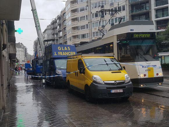 De politie stelde een perimeter in en de Koningsstraat was afgesloten.