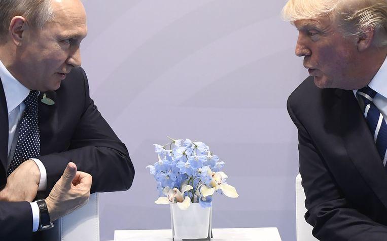 Vladimir Poetin en Donald Trump tijdens de G20 in Hamburg in juli 2017 Beeld AFP