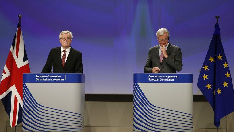 Brexitonderhandelaars David Davis en Michel Barnier.