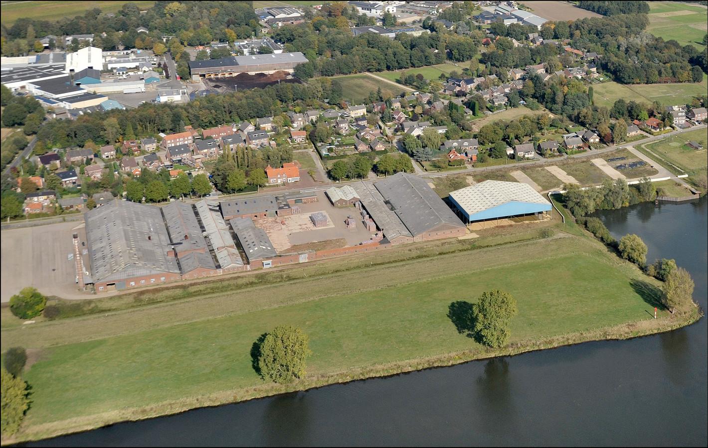 Het terrein van de steenfabriek in Milsbeek vanuit de lucht.