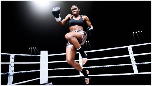 Imanuelle Grives vliegt door de ring in Vechtershart.