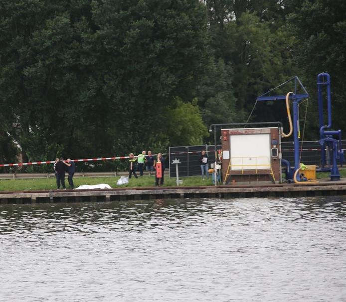 De vondst van een stoffelijk overschot in Amsterdam Rijnkanaal bij Nigtevecht.