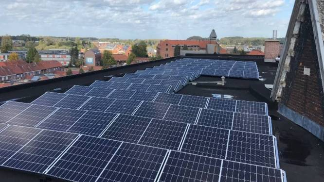 97 zonnepanelen op het dak van het Sint-Jozefscollege in Aarschot