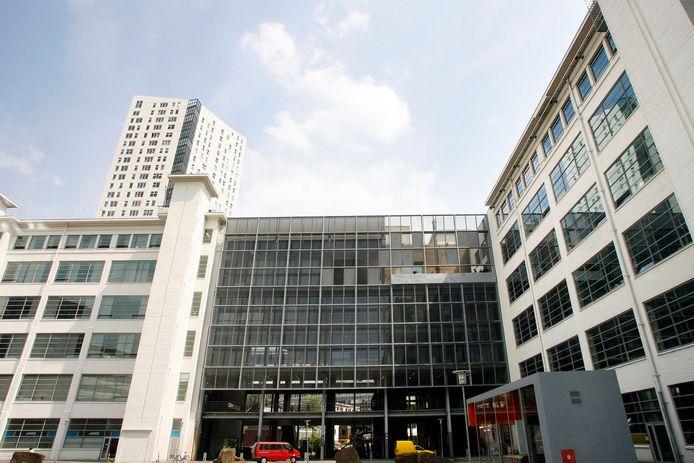 De Bibliotheek Eindhoven zit in de Witte Dame in Eindhoven.