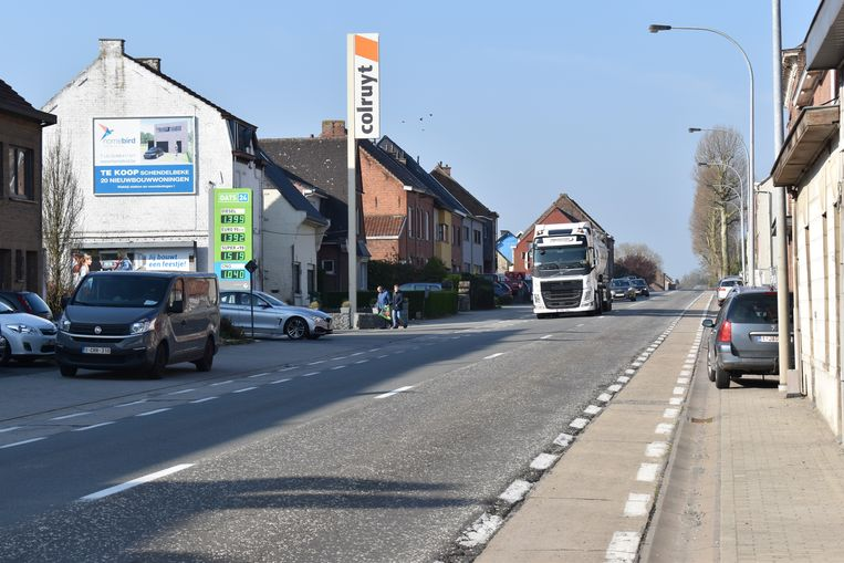 Burgemeester Guido De Padt vraagt een trajectcontrole op de Groteweg in Overboelare.