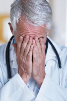"""""""La courbe doit descendre rapidement, sinon je crains que beaucoup de médecins abandonnent"""""""
