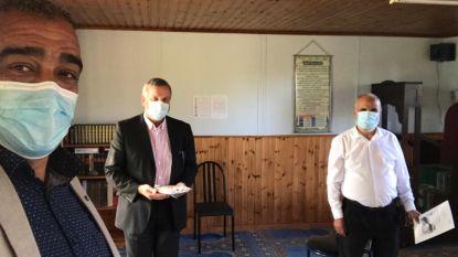 Diaken bezoekt moskee om gemeenschap te feliciteren met einde ramadan