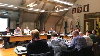 Flauwe plezante stemt tijdens geheime stemming in gemeenteraad op 'Tante Rosa' en 'Kabouter Plop'