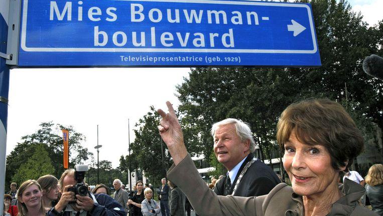 Voormalig televisiepresentatrice Mies Bouwman kreeg in 2007 een straat in het Hilversumse Mediapark. Beeld anp