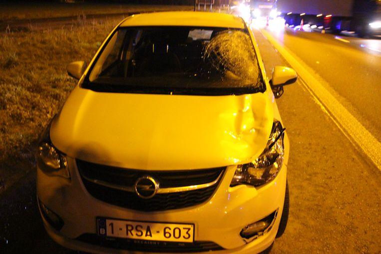 De wagen van Brigitte Vyvermans liep fikse schade op.