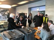 LIVE - Burgemeester Jorritsma vangt stemmers in zijn kamer op