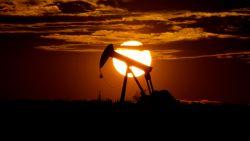 Olieproductie gaat in mei en juni met 10 miljoen vaten per dag omlaag