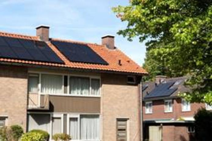 Huurwoningen van corporatie Woonbedrijf in de wijk d'Ekker in Veldhoven kregen dit jaar ook al zonnepanelen.