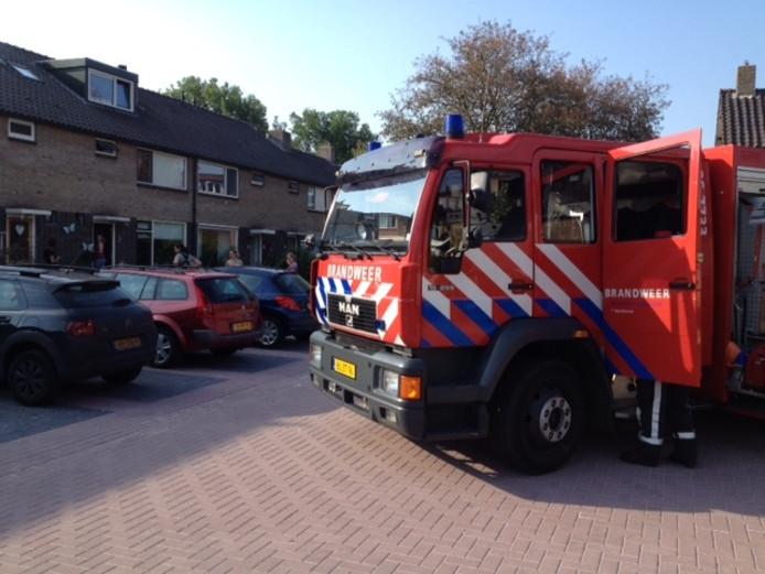 De brandweer bij de bestrijding van de brand in Apeldoorn. Foto: Jeroen Pol