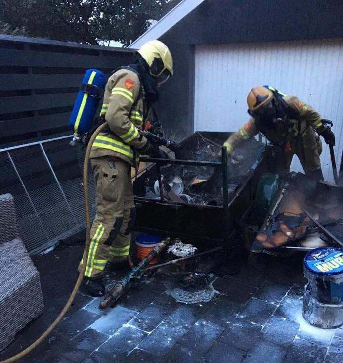 De brand in de aanhangwagen in Eerbeek is vermoedelijk ontstaan door broei in de poetsdoeken.