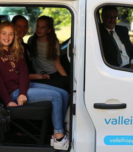 Ede wil minder leerlingen in een busje naar school, maar het worden er meer