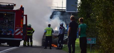 A12 even dicht door autobrand bij knooppunt Oud-Dijk