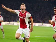 LIVE | Ajax ruikt bij rust volgende ronde al na goals De Ligt en Huntelaar