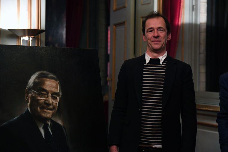 Kunstenaar Dirk Eelen, broer van de bekende televisiemaker Jan Eelen, kreeg de eer om het portret van Louis Tobback te schilderen.