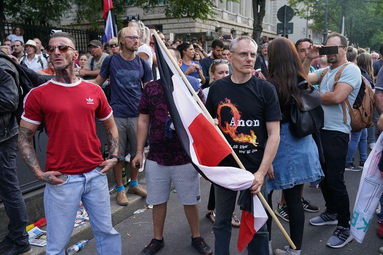 Duitse aanhangers van QAnon demonstreerden deze zomer op Unter den Linden in Berlijn. Beeld Getty Images