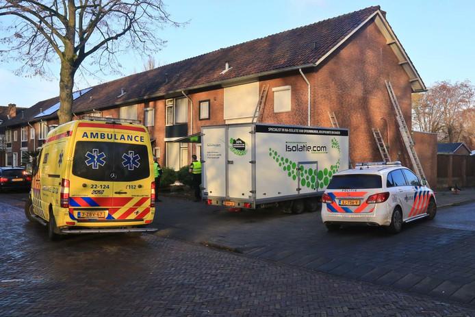 Een jonge vrouw is gewond geraakt bij een steekincident in Helmond.