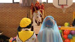 Zwarte Miet en Zwarte Piet stappen in huwelijksbootje