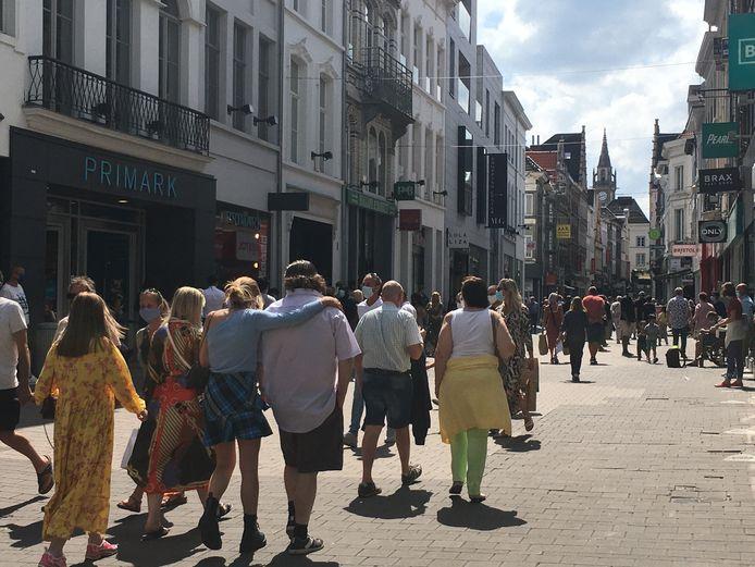 Op de koopzondag liep er wel veel volk in de stad, onder meer in de Langemunt