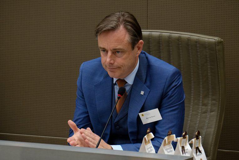Bart De Wever kondigde vanmiddag aan onderhandelingen op te starten met CD&V en Open  Vld.