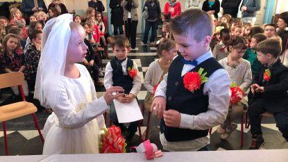 Vier kleuterkoppels 'getrouwd' op Valentijn