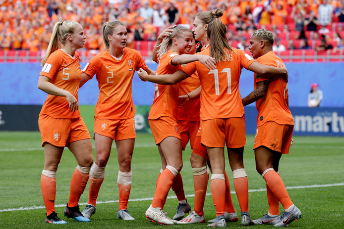 De Leeuwinnen, met uiterst links Kika van Es, in het midden Jackie Groenen en rechts  Shanice van de Sanden.