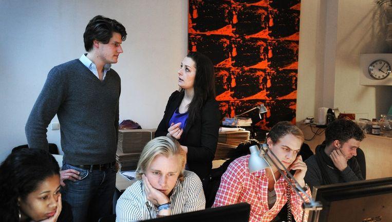 Daphna Bosman (midden) van de kortingssite Groupon. © Guus Dubbelman / de Volkskrant Beeld null