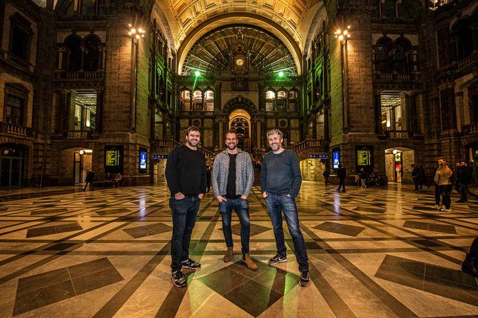 Jochem Peeters, Dieter Veulemans en Steven De Beukelaer  organiseren voor het eerst een oudejaarsfeest in het Centraal Station van Antwerpen.