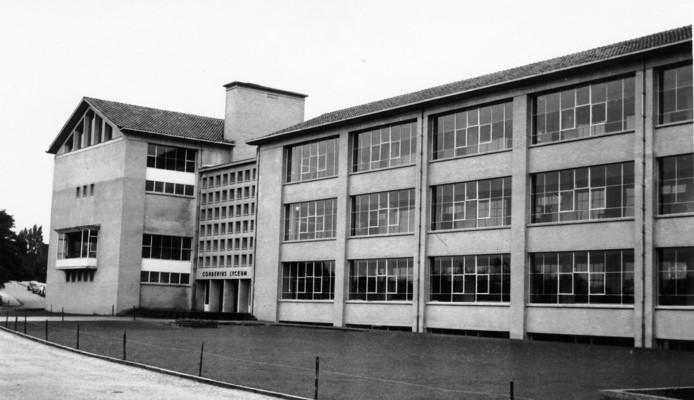 In 1957 werd het Corderiuscollege in Amersfoort in gebruik genomen; Het college wijst het nu aan als gemeentelijk monument.
