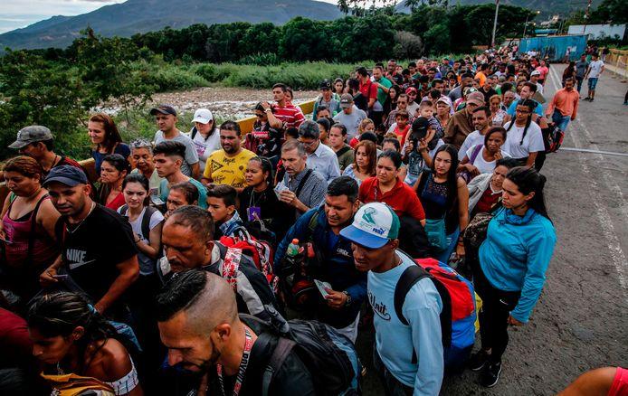 Elke dag ontvluchten duizenden Venezolanen hun land, vooral naar buurland Colombia.