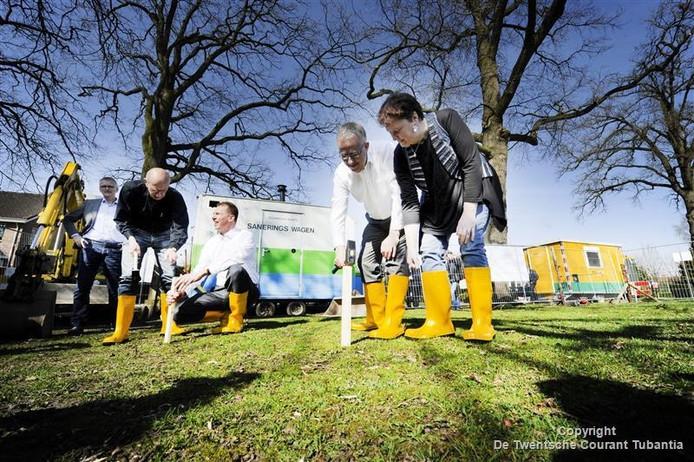 Aftrap project bodemsanering van 550 asbesttuinen in de Goorse wijk 't Gijmink.