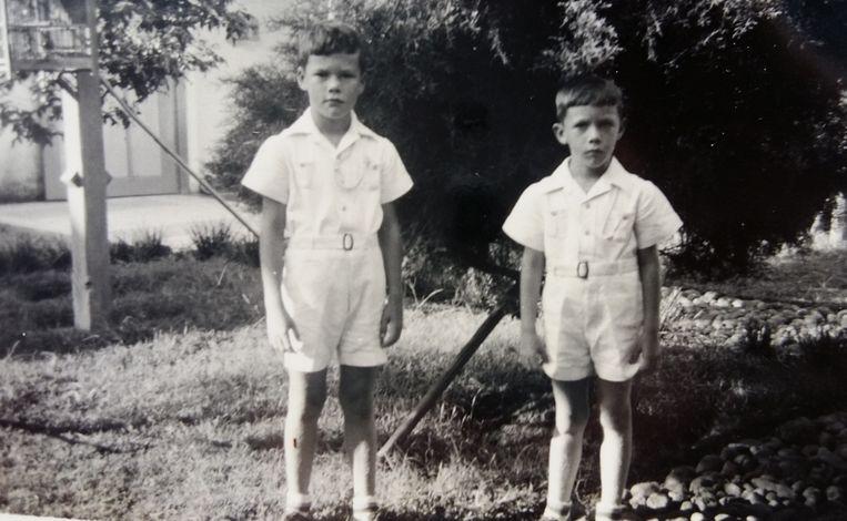 1938: Leendert en zijn broertje Jan. Beeld -