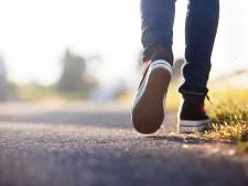 'Waar loop je als voetganger het veiligst: links of rechts van de weg?'