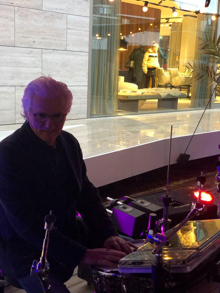 Vittorio Simoni zorgde voor een streepje muziek.