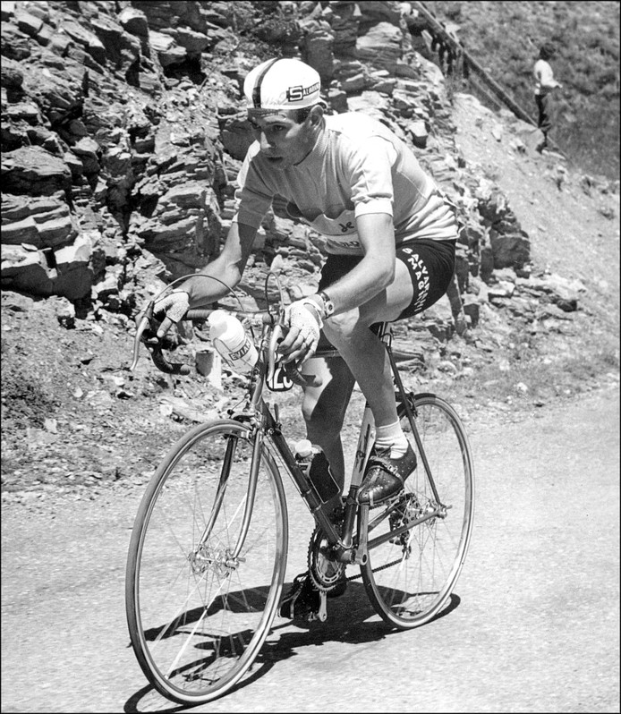 Felice Gimondi in 1965 in het geel in de Tour de France.
