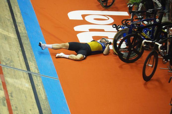 Mark Cavendish na zijn val tijdens de eerste dag van de Zesdaagse in Gent. Even later zou hij zelf weer opkrabbelen.