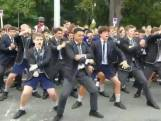 Studenten in Christchurch herdenken slachtoffers aanslag met haka