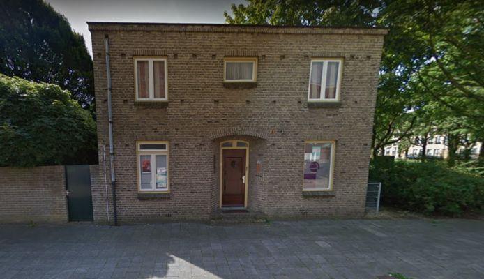 De voormalige pastorie in Boschveld waar een aantal maatschappelijke initiatieven gebruik van maken.
