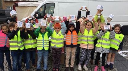 Kouterschool verkoopt mokken voor Rode Neuzendag