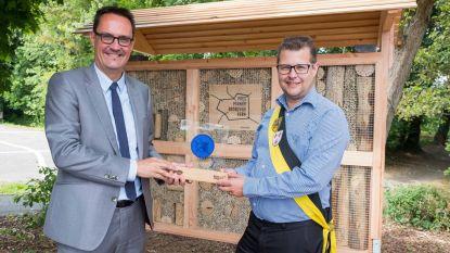 Unizo- bijenhotel voor 'Pionier Bedrijvige Kern'
