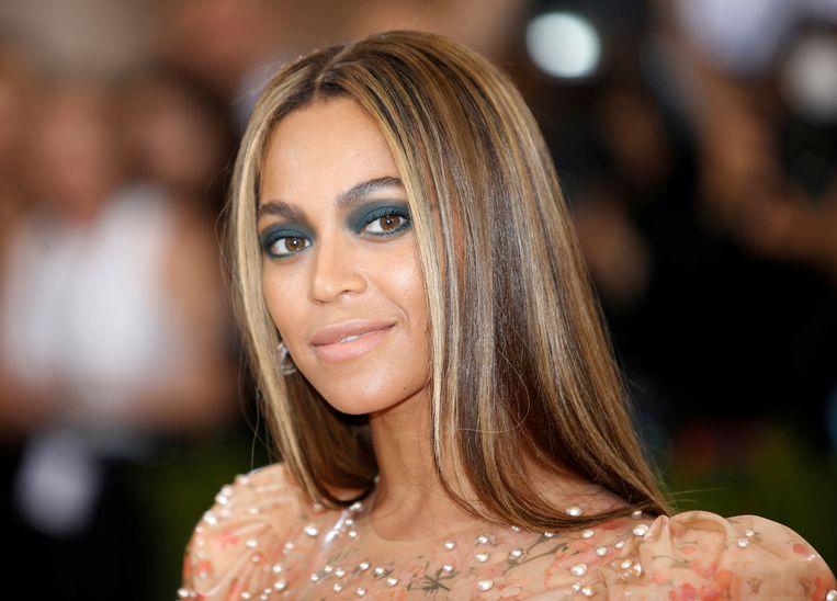 De lichte huidskleur van Beyoncé heeft haar een behoorlijk voordeel opgeleverd, vindt vader Mathew Knowles